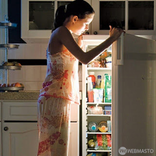 Geç saatlerden yenilen yiyecekler vücut sağlığını tehlikeye atar.