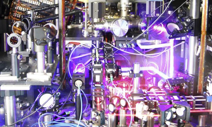 Lattice Optical Atomik Saat