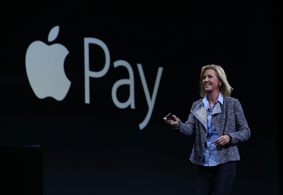 Jennifer Bailey Apple Pay'i anlatırken (Justin Sullivan/Getty Images)