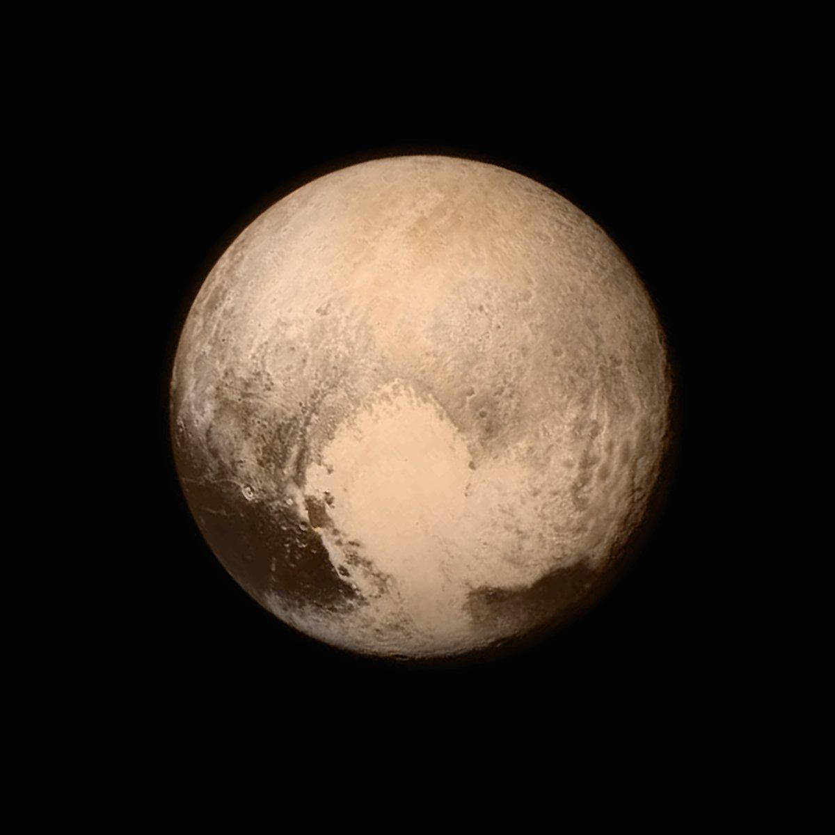 Yakın ve net Plüton fotoğrafı