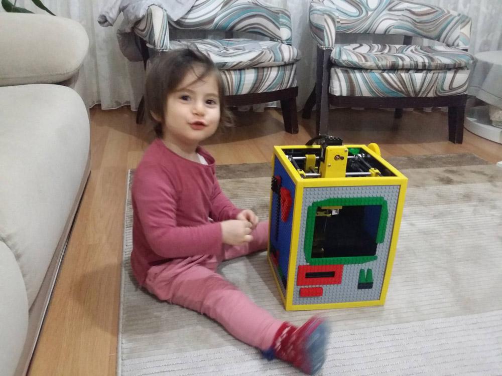 Yazıcıya adı verilen Zeynep Alya ve Alya 3D Printer